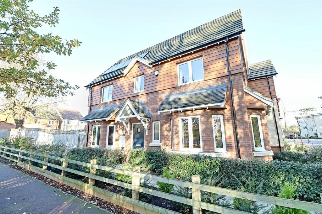 3 Bedrooms Semi Detached House for sale in Bletchley Park