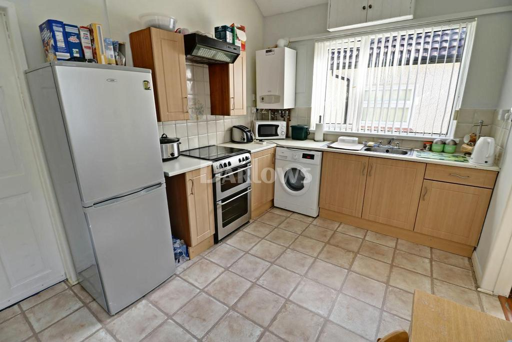 2 Bedrooms Bungalow for sale in Cefn Ilan Road, Abertridwr