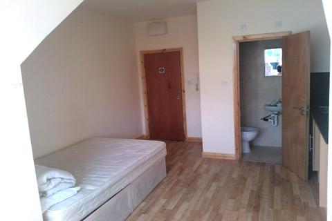 Studio to rent - Plumstead High Street, Plumstead, London SE18