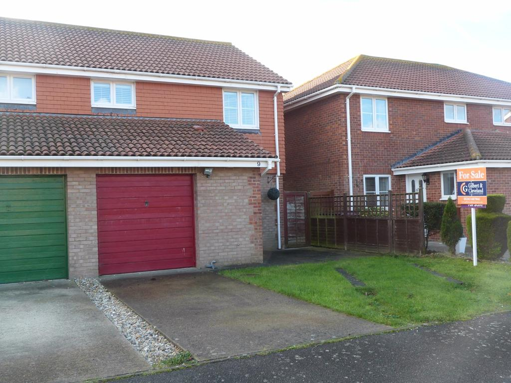 3 Bedrooms Semi Detached House for sale in McNair Close, Selsey
