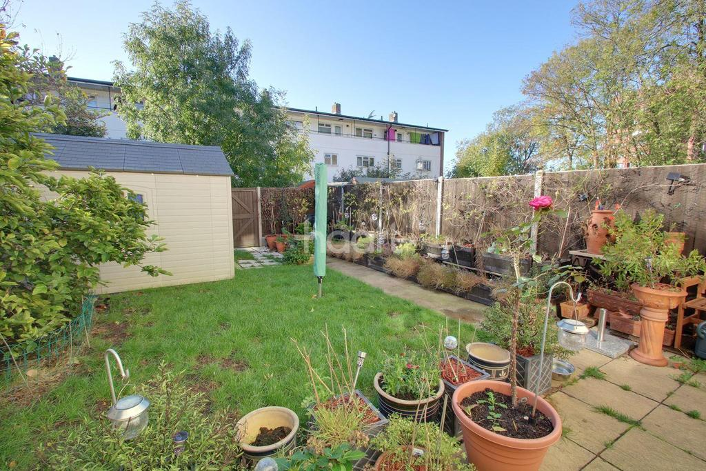 3 Bedrooms Maisonette Flat for sale in The Hides, Harlow