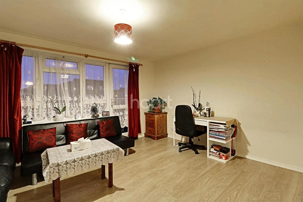 3 Bedrooms Flat for sale in Northolt