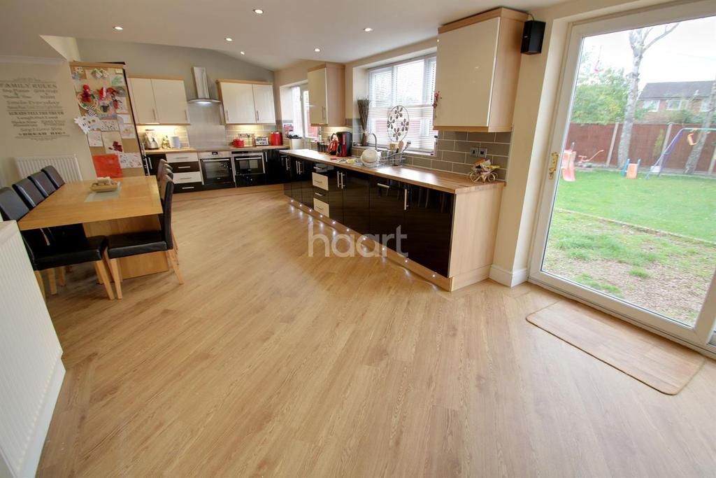 5 Bedrooms Detached House for sale in Grove Road, Whetstone, Leicester