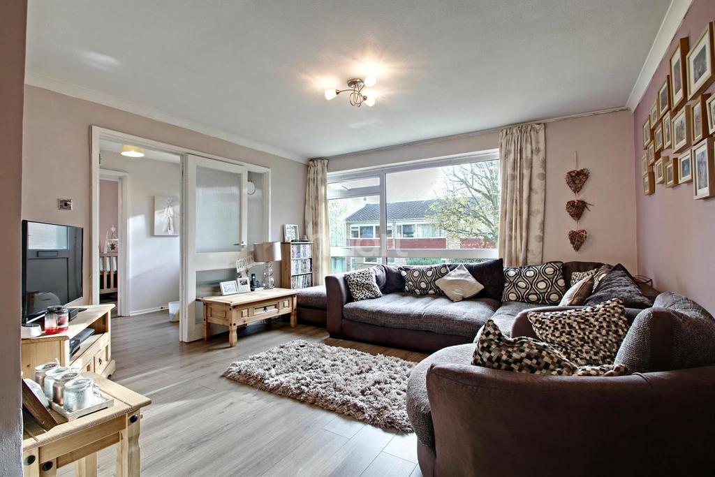2 Bedrooms Maisonette Flat for sale in Friars Wood, Pixton Way, Croydon, CR0