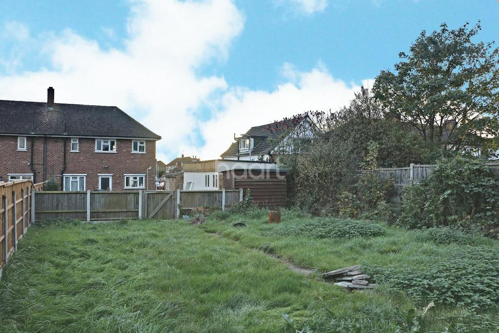 2 Bedrooms End Of Terrace House for sale in Elm Road, Romford