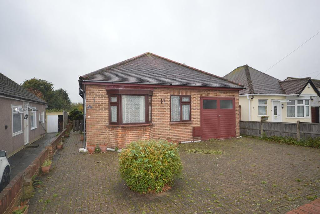 2 Bedrooms Detached Bungalow for sale in Ascension Road, Romford, RM5