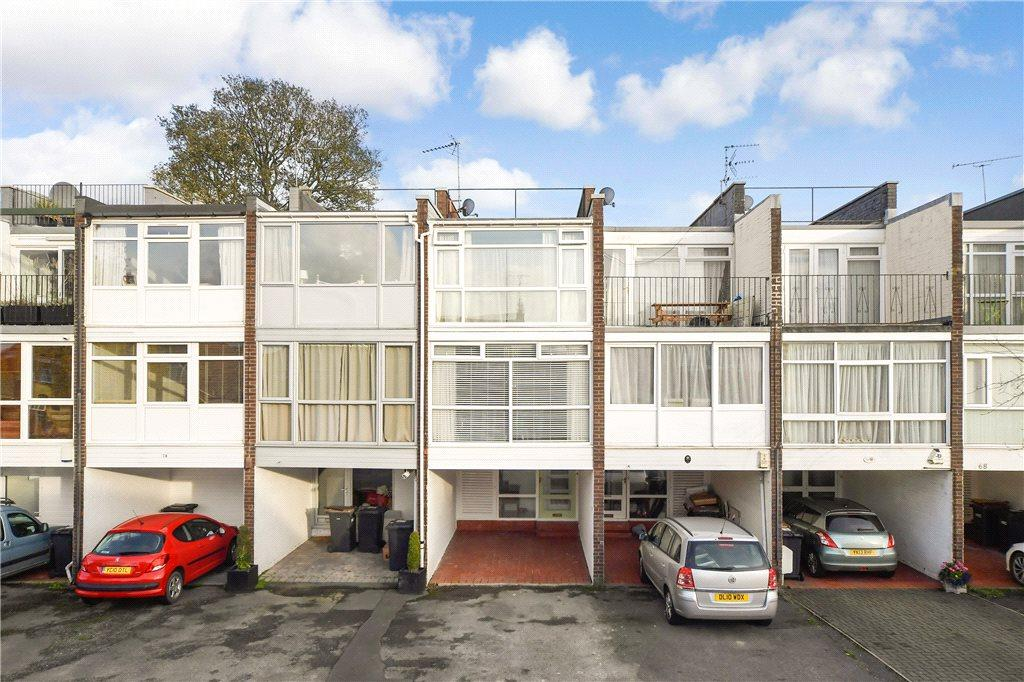 3 Bedrooms Terraced House for sale in Harcourt Drive, Harrogate, North Yorkshire