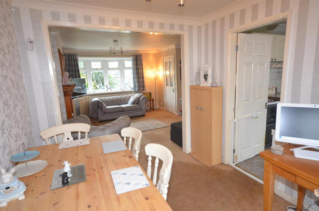3 Bedrooms Semi Detached House for sale in Redruth Avenue, St. Helens