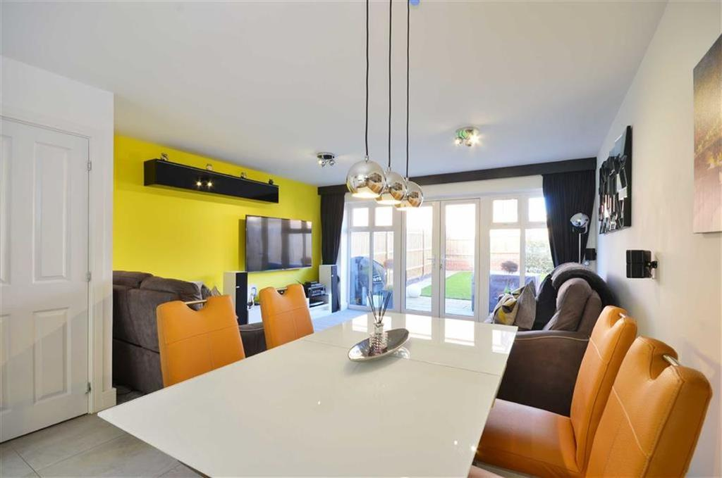 3 Bedrooms Town House for sale in Rosemarie Close, Leavesden, Hertfordshire