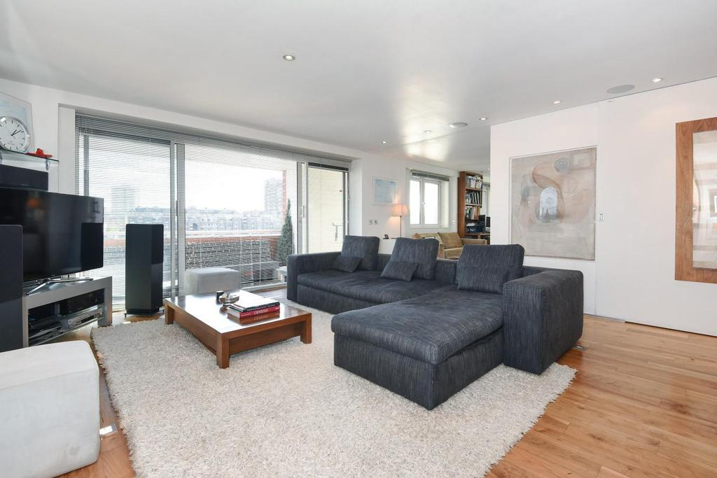 2 Bedrooms Flat for sale in William Morris Way, Fulham