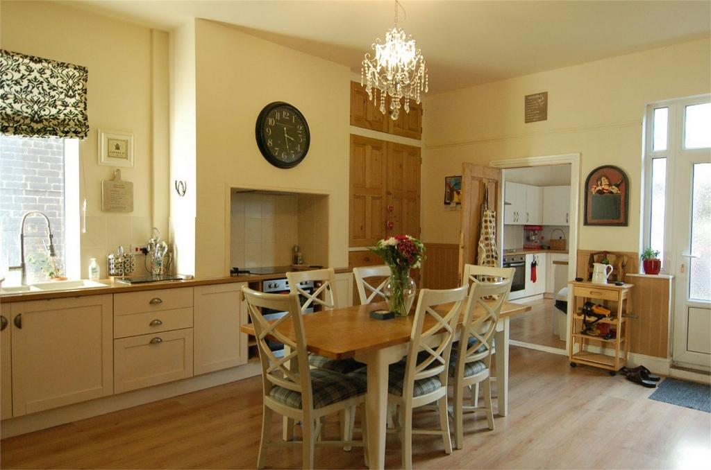 4 Bedrooms Detached House for sale in Barnsley Road, Wombwell, BARNSLEY, South Yorkshire