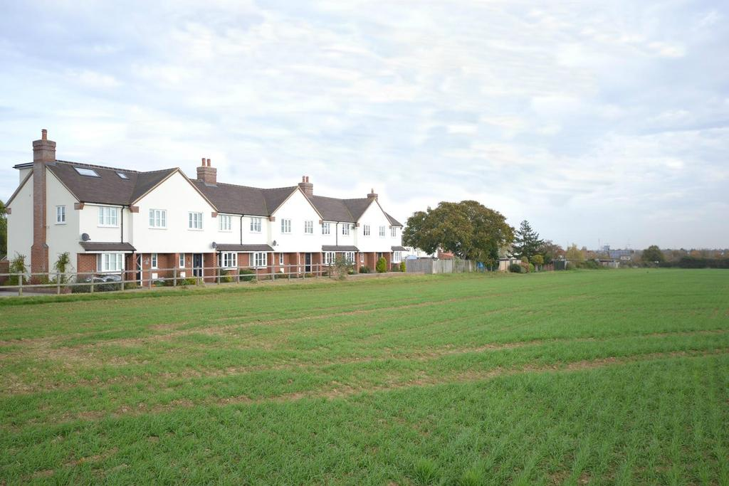 3 Bedrooms Terraced House for sale in Hunts Drive, Writtle, Chelmsford, Essex, CM1
