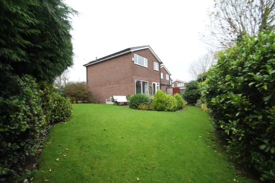 3 Bedrooms Detached House for sale in HENCONNER GARTH, CHAPEL ALLERTON, LEEDS, LS7 3RZ