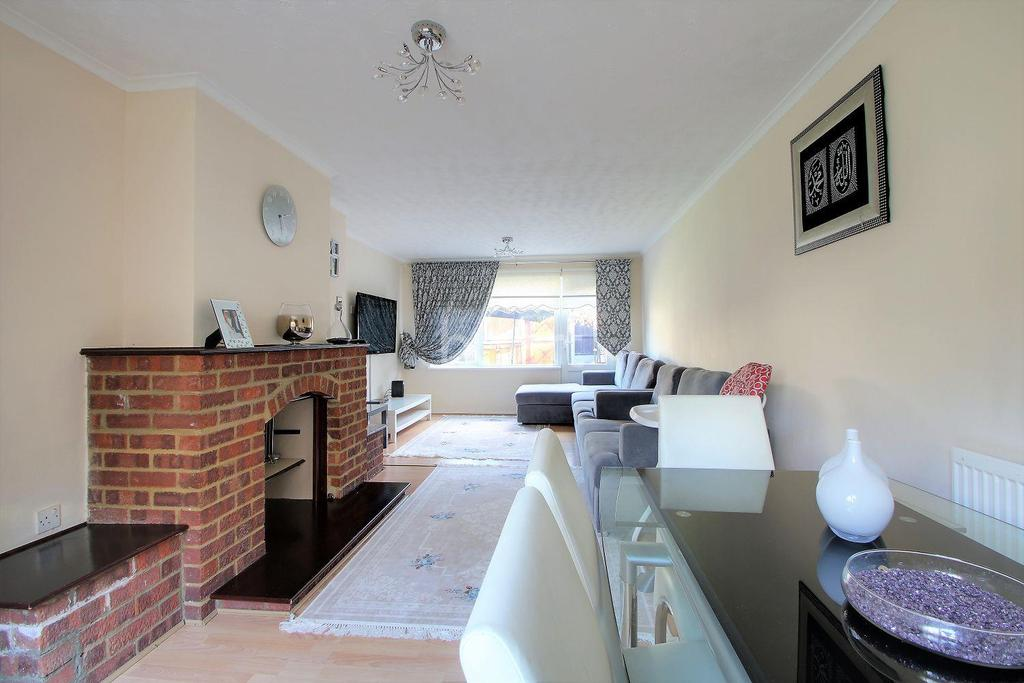 4 Bedrooms Terraced House for sale in Ada Gardens, London, E15