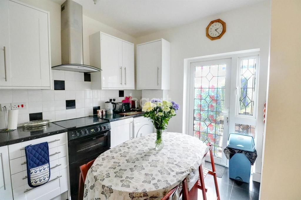2 Bedrooms Flat for sale in Norwich Road, Thornton Heath, CR7