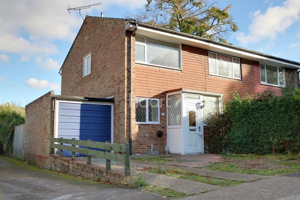 2 Bedrooms End Of Terrace House for sale in Albury Close,Lords Wood
