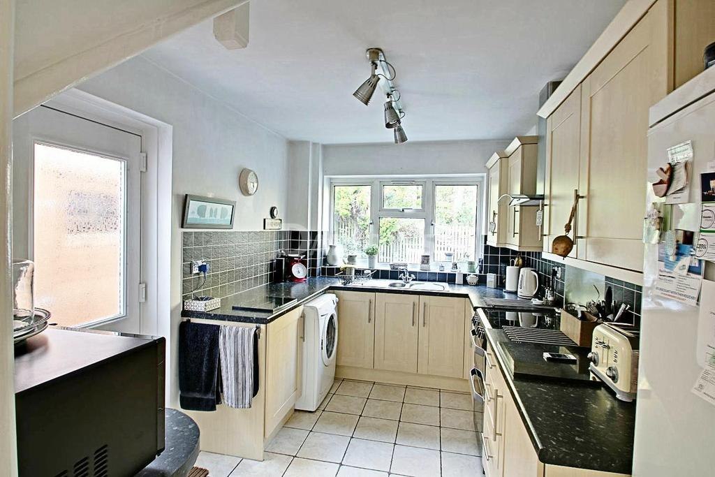 3 Bedrooms Semi Detached House for sale in Coed Lees, Coed Eva