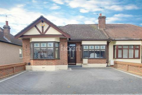 3 bedroom bungalow for sale - Mansfield Gardens, Hornchurch