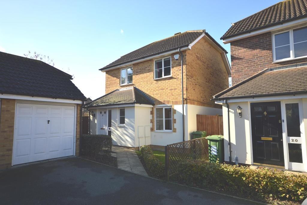 3 Bedrooms Detached House for sale in Burleigh Close, Romford, RM7