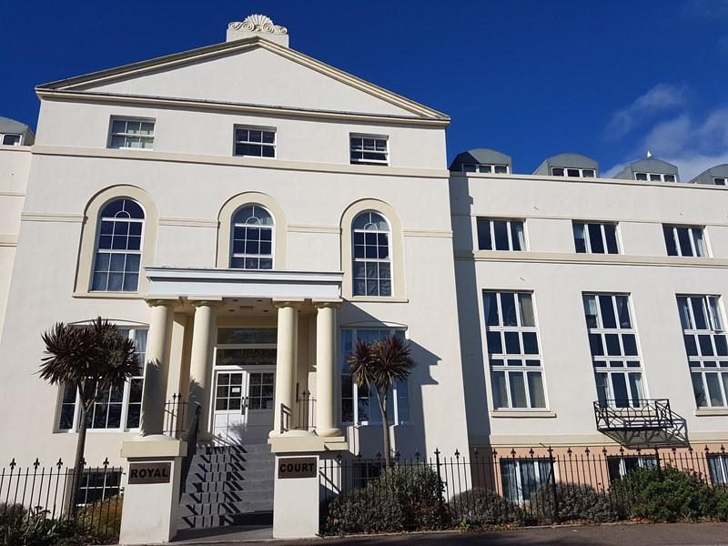 2 Bedrooms Retirement Property for sale in Den Crescent, Teignmouth
