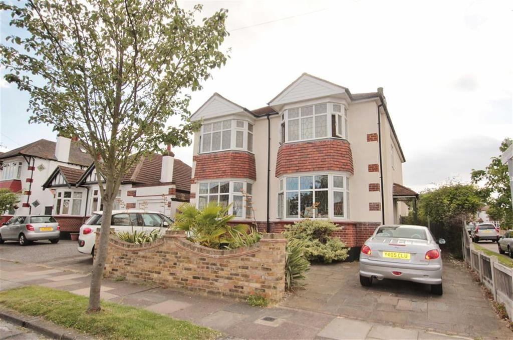 4 Bedrooms Detached House for sale in Braemar Crescent, Leigh-On-Sea, Essex