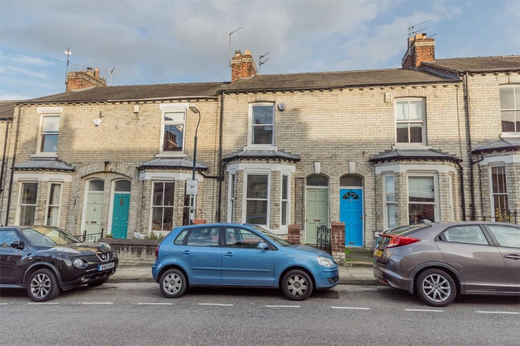 2 Bedrooms Terraced House for sale in Russell Street, Scarcroft Road, YORK