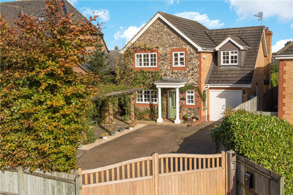 4 Bedrooms Detached House for sale in Oxford Road, Stone, Aylesbury, Buckinghamshire