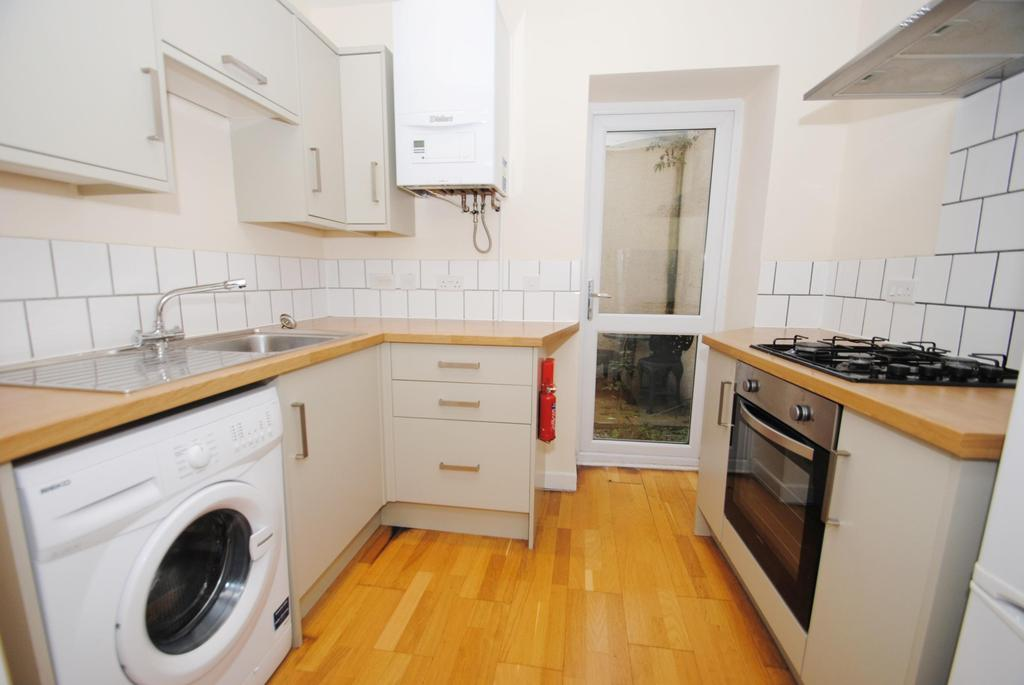 3 Bedrooms Terraced House for sale in East Reach, Taunton