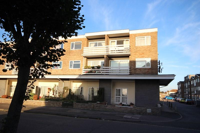 2 Bedrooms Flat for sale in Kings Avenue, Holland on Sea