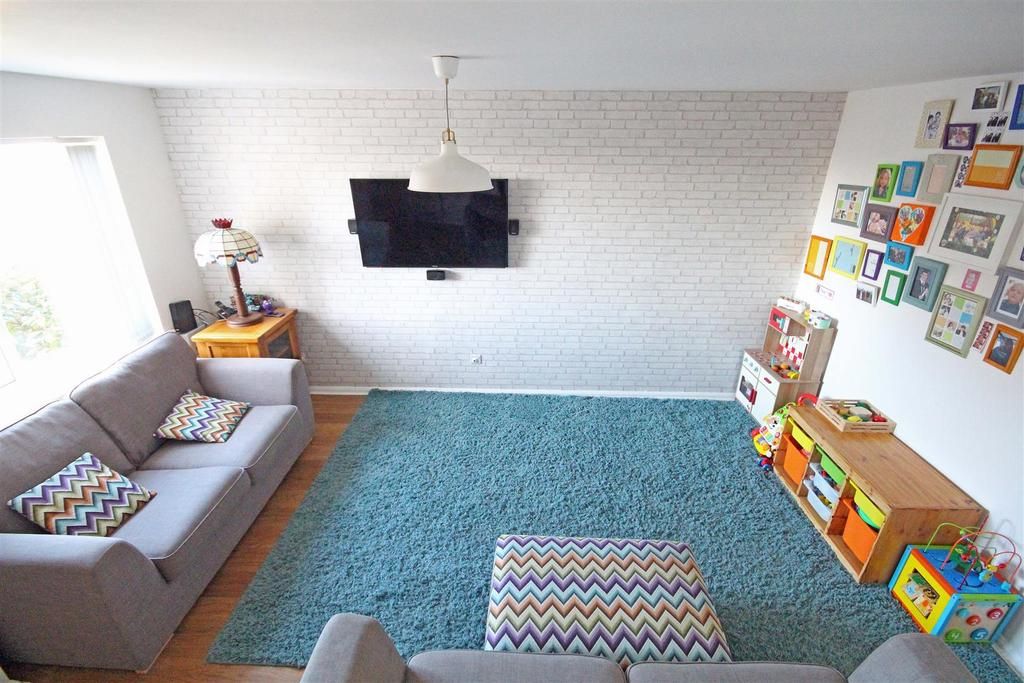 3 Bedrooms Semi Detached House for sale in The Parks, Portslade, Brighton