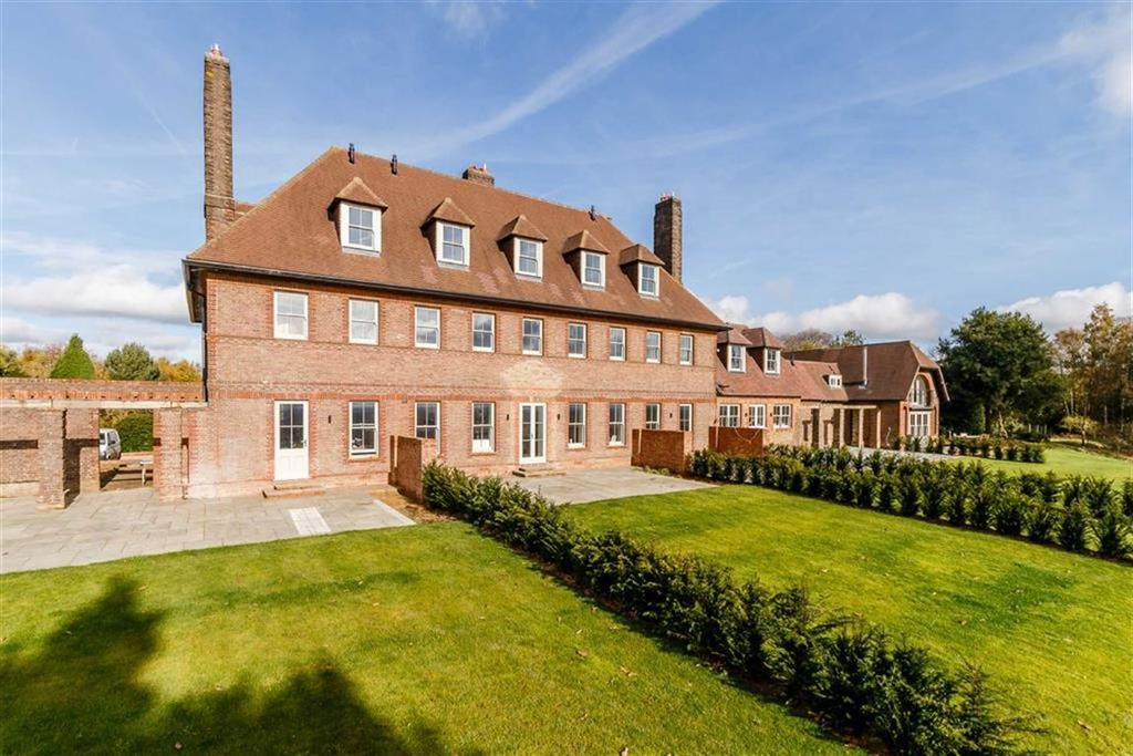 3 Bedrooms House for sale in Petworth Road, Wormley, Surrey, GU8