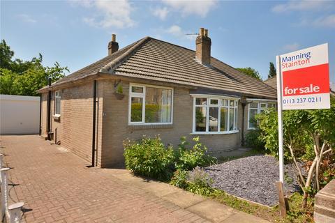 2 bedroom semi-detached bungalow for sale - Carr Manor Crescent, Leeds, West Yorkshire