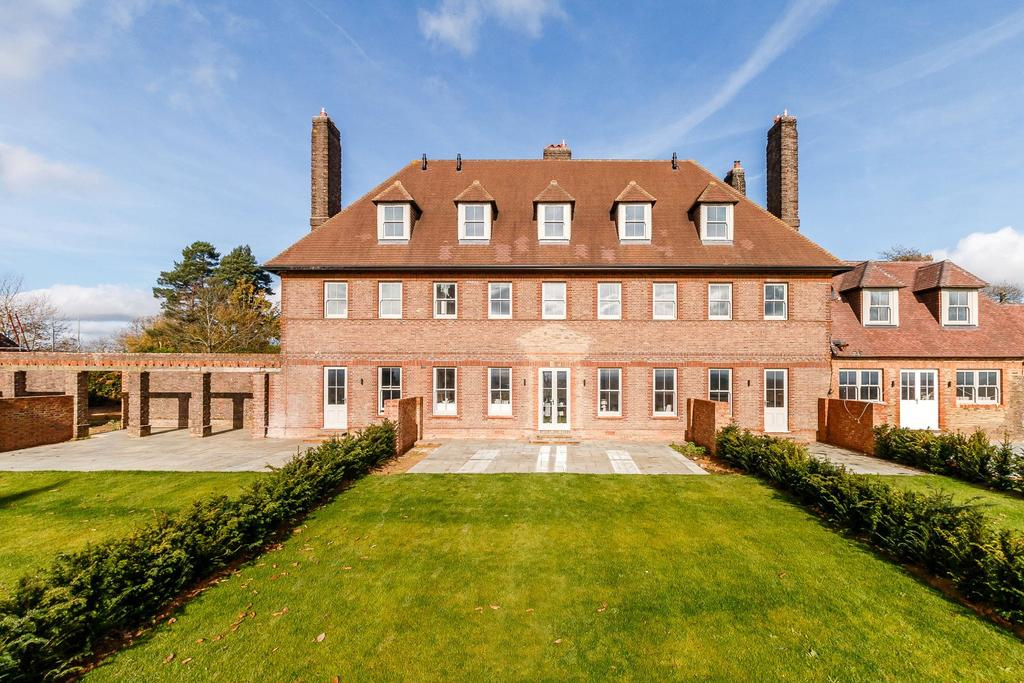 4 Bedrooms Terraced House for sale in Gorse Hill, Petworth Road, Wormley, Godalming