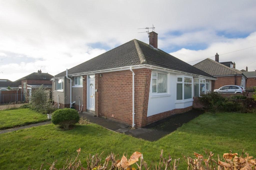 2 Bedrooms Semi Detached Bungalow for sale in Rydal Avenue, Barrow
