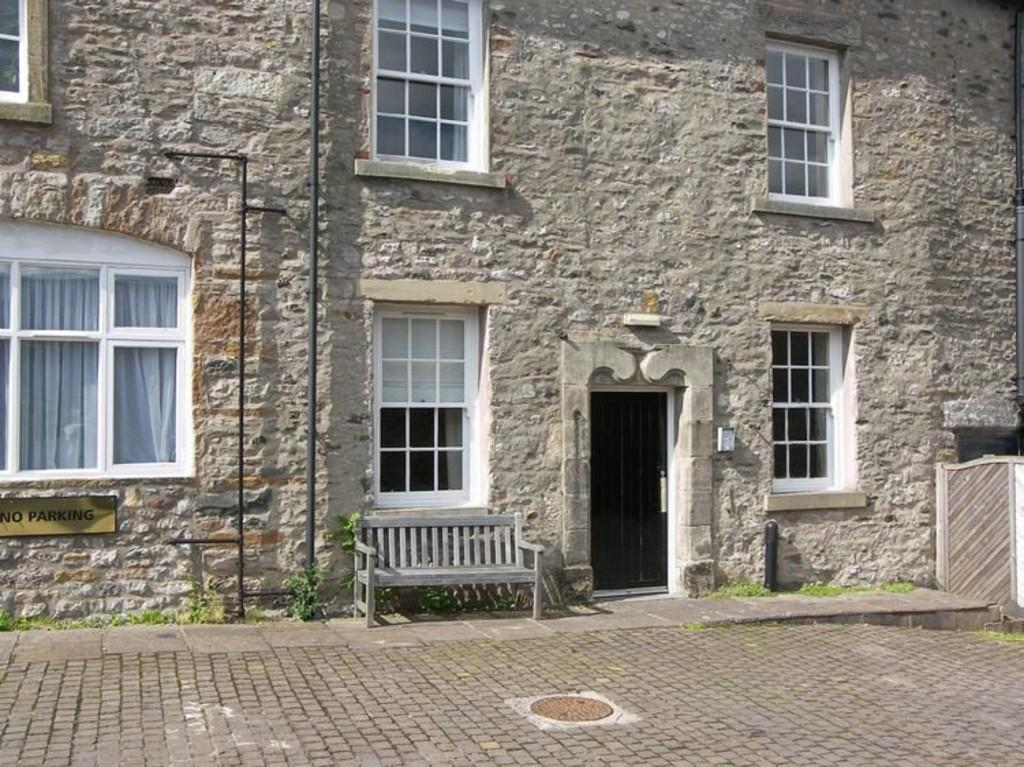 2 Bedrooms Apartment Flat for sale in Royal House, New Road, Kirkby Lonsdale