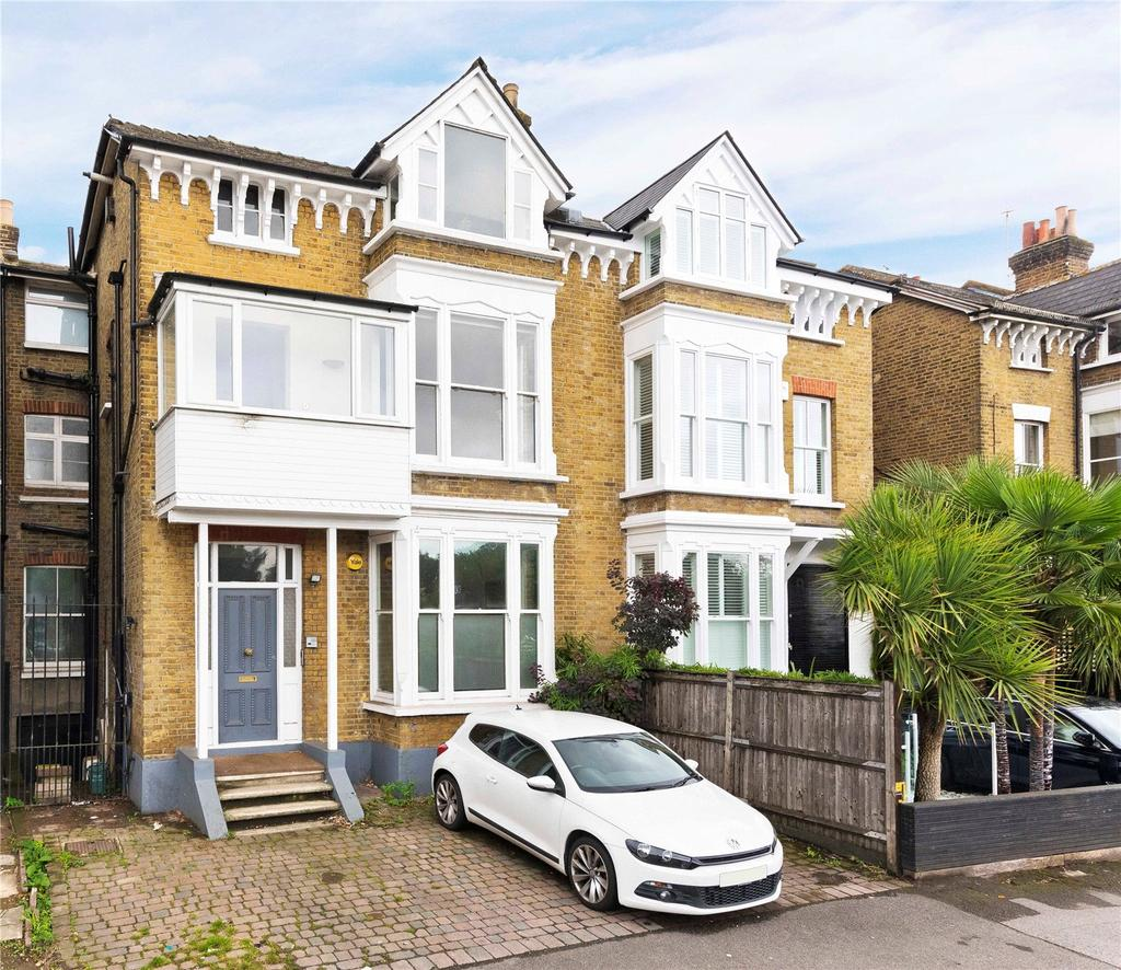 3 Bedrooms Flat for sale in River Bank, East Molesey, Surrey, KT8