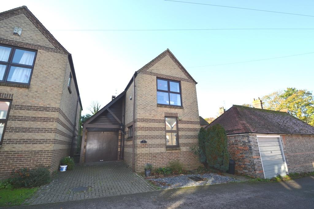 3 Bedrooms Detached House for sale in Southview Road, Findon, Worthing, West Sussex, BN14 0UA