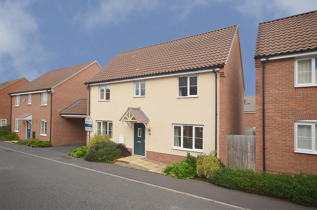 4 Bedrooms Detached House for sale in Canberra Road, Carbrooke