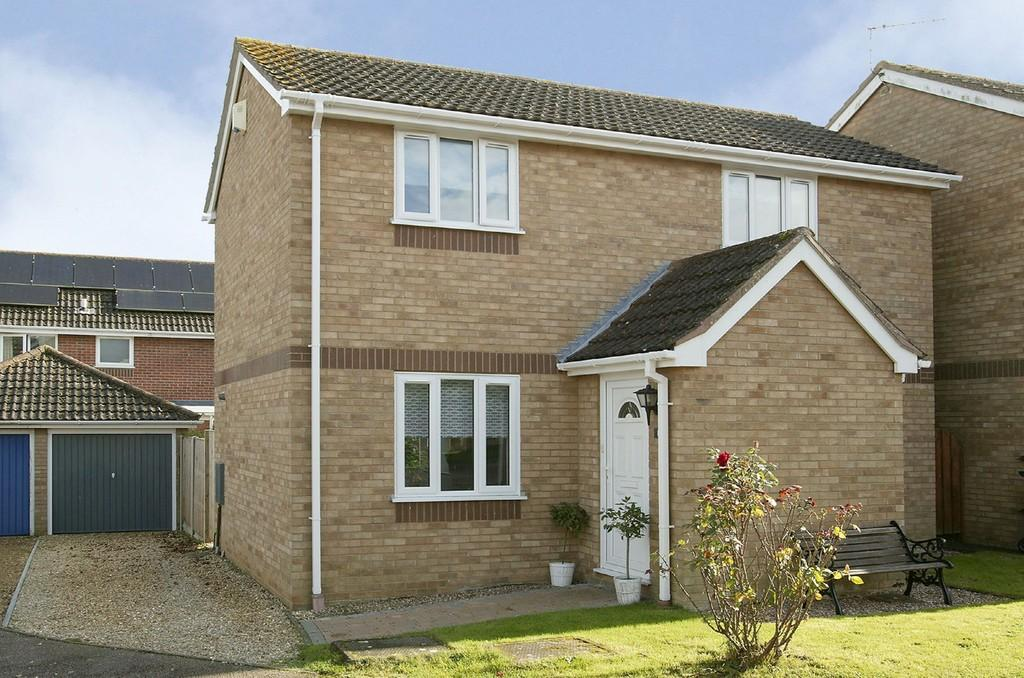 3 Bedrooms Detached House for sale in Thirlmere, Hethersett