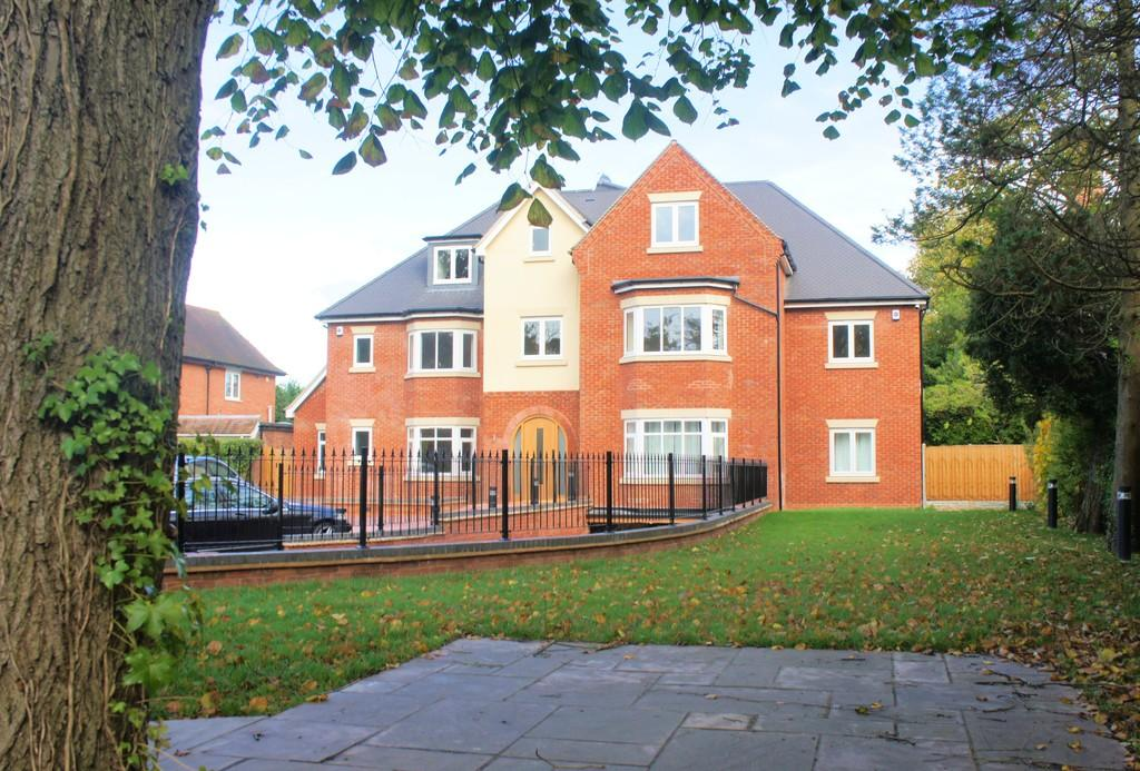 3 Bedrooms Apartment Flat for sale in Warwick Oaks, Warwick Road, Solihull, B91 1AP
