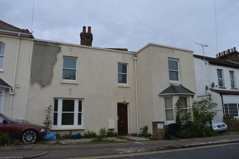 2 Bedrooms Terraced House for sale in Hamlet Road, Southend-On-Sea