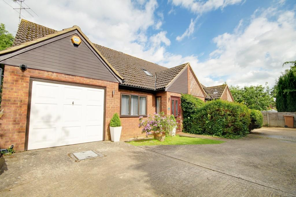 3 Bedrooms Semi Detached House for sale in The Willows, Amwell Lane, Stanstead Abbotts