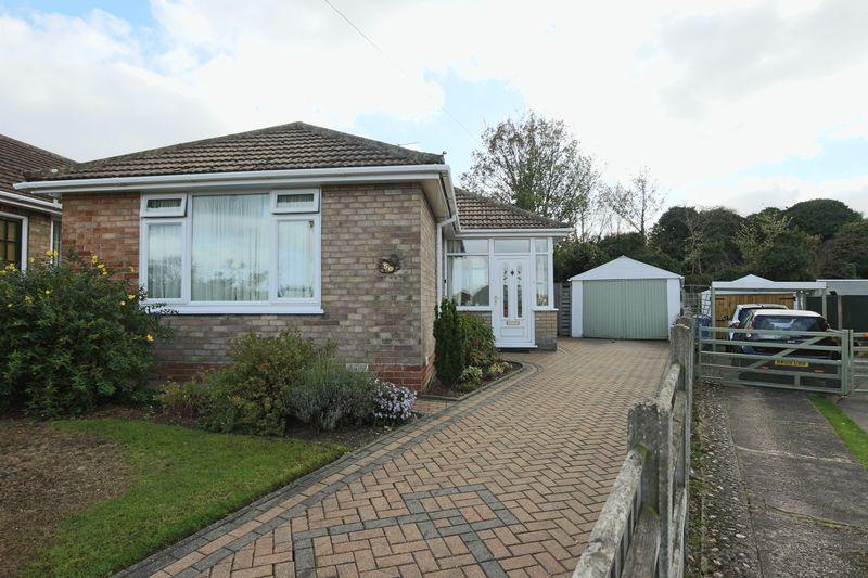 2 Bedrooms Detached Bungalow for sale in Hadleigh Drive, Oulton Broad, Lowestoft
