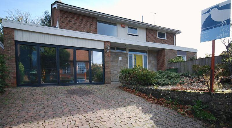4 Bedrooms Detached House for sale in Saltwood/Hythe
