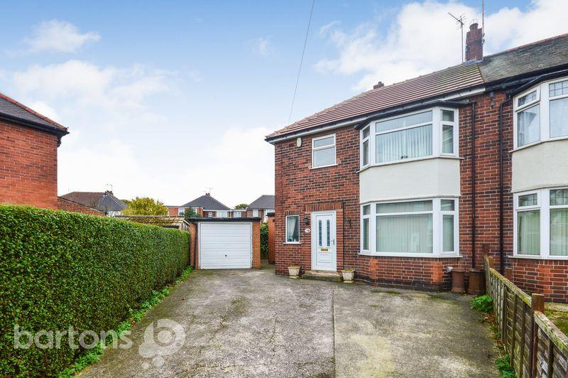 3 Bedrooms Semi Detached House for sale in Newton Drive, Clifton
