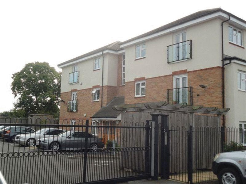 2 Bedrooms Flat for sale in Eltham Lodge, Apsley Close, NORTH HARROW, Middlesex, HA2 6DP