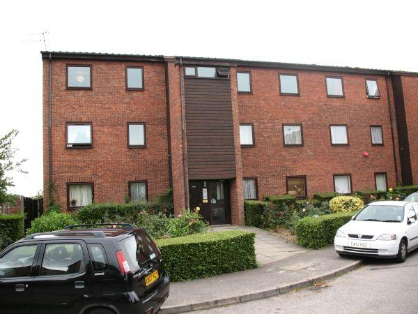 2 Bedrooms Flat for sale in Rowlands Close, MILL HILL, London, NW7 2DN