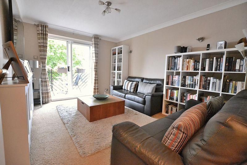 1 Bedroom Apartment Flat for sale in Westland Lodge, Widmore Road,