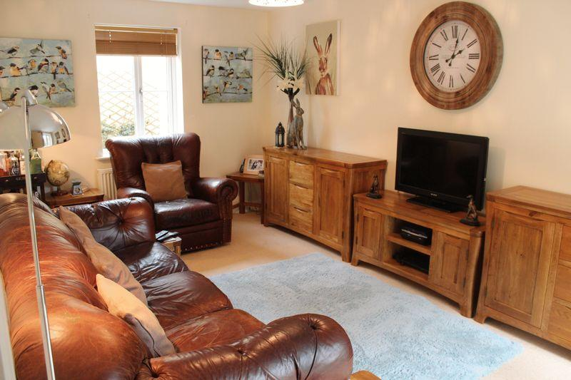 4 Bedrooms Detached House for sale in Walnut Place, Ilminster