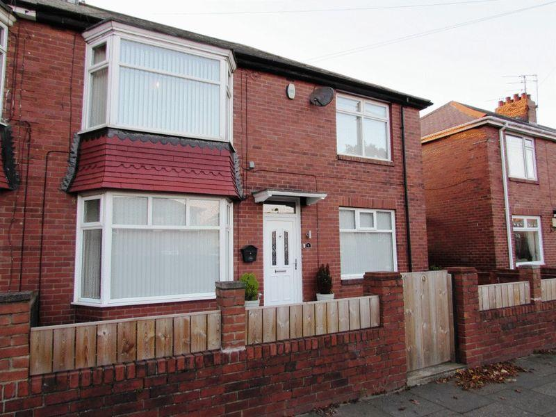2 Bedrooms Flat for sale in West Street, Wallsend - Two Bedroom First Floor Flat